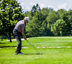 Golfer on course - TifTuf